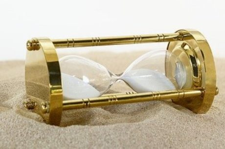 Countdown to retirement shows an hourglass